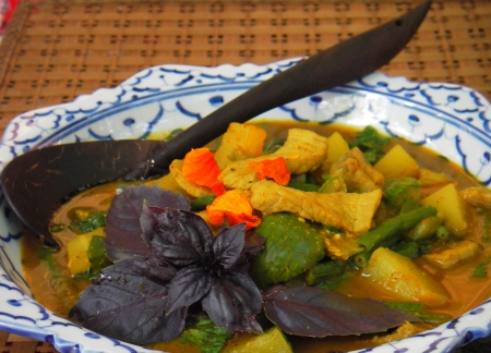 Phuket Jungle Curry with Green Papaya Recipe, Gaeng Pah Malakaw ...