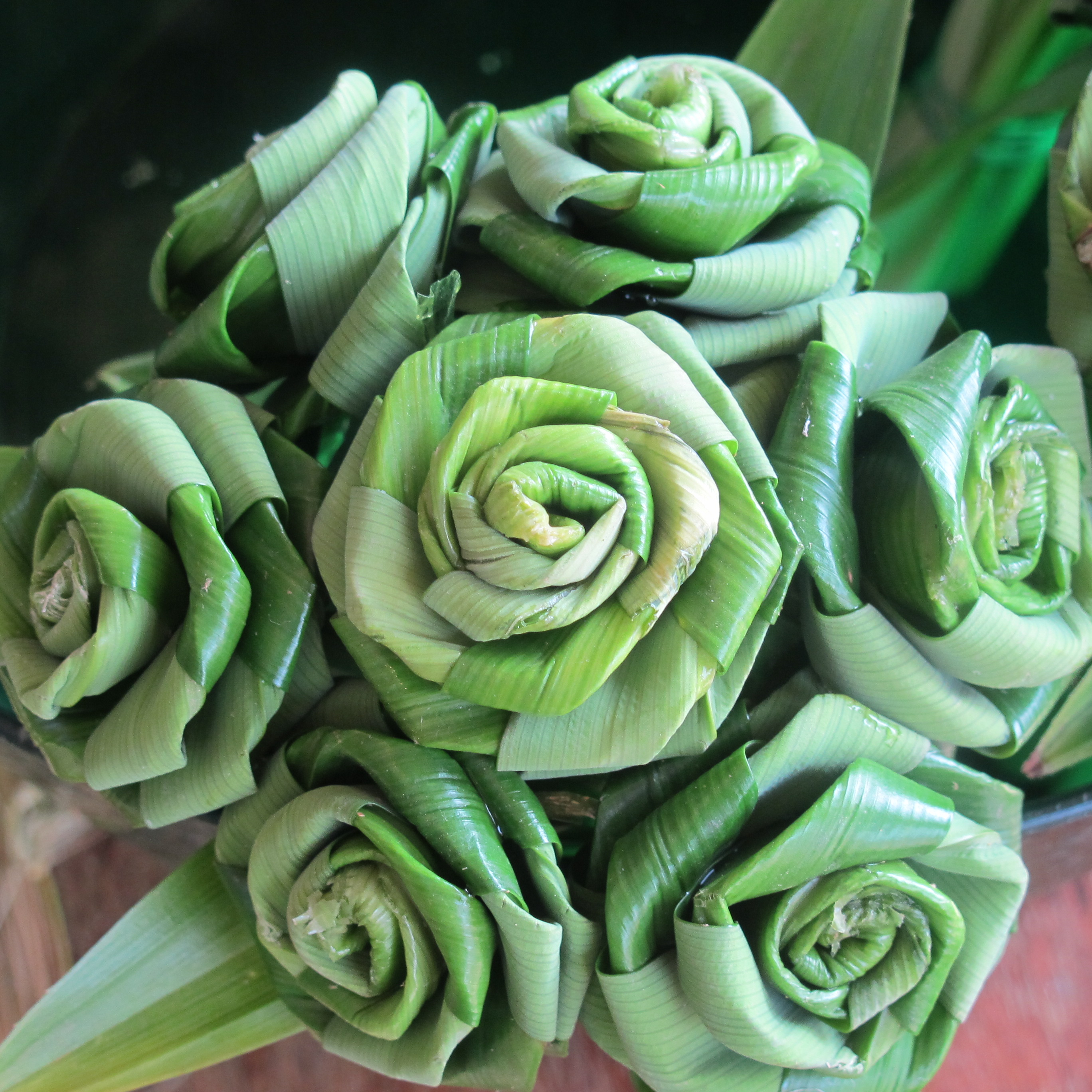 How to make roses from leaves 54